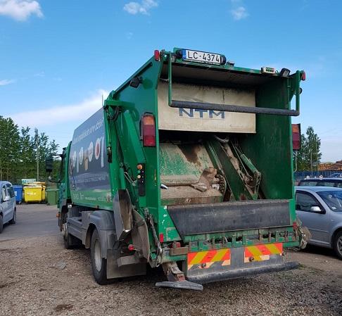 Mārupē šķirotie atkritumi tiek savākti specializētā automašīnā
