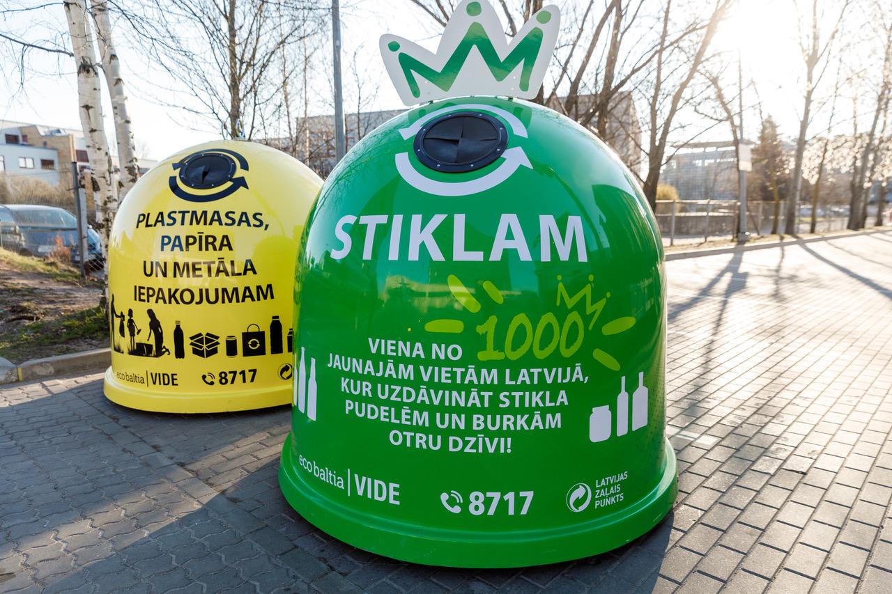 В сотрудничестве с самоуправлениями компания SIA «Eco Baltia vide»  установила 1000 новых контейнеров для сортировки стекла